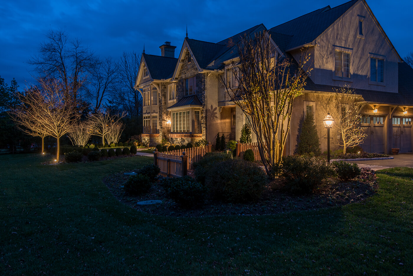 Residential outdoor lighting designers by burkholder for Residential outdoor lighting