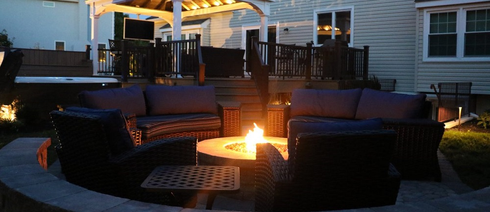 Fireplaces and Firepits Delight Families in the Fall