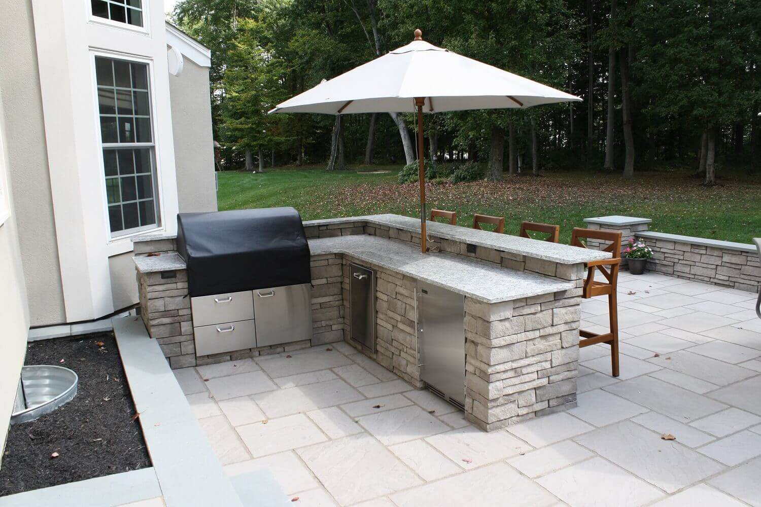 Outdoor Kitchen With Bar Fridge