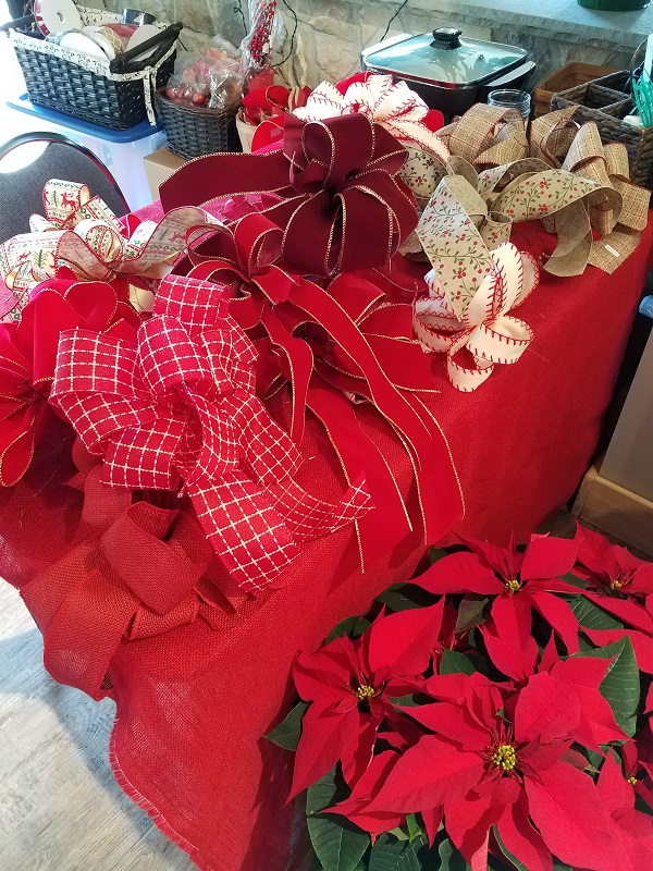 Table of Holiday Bows at the Burkholder Holiday Pop U